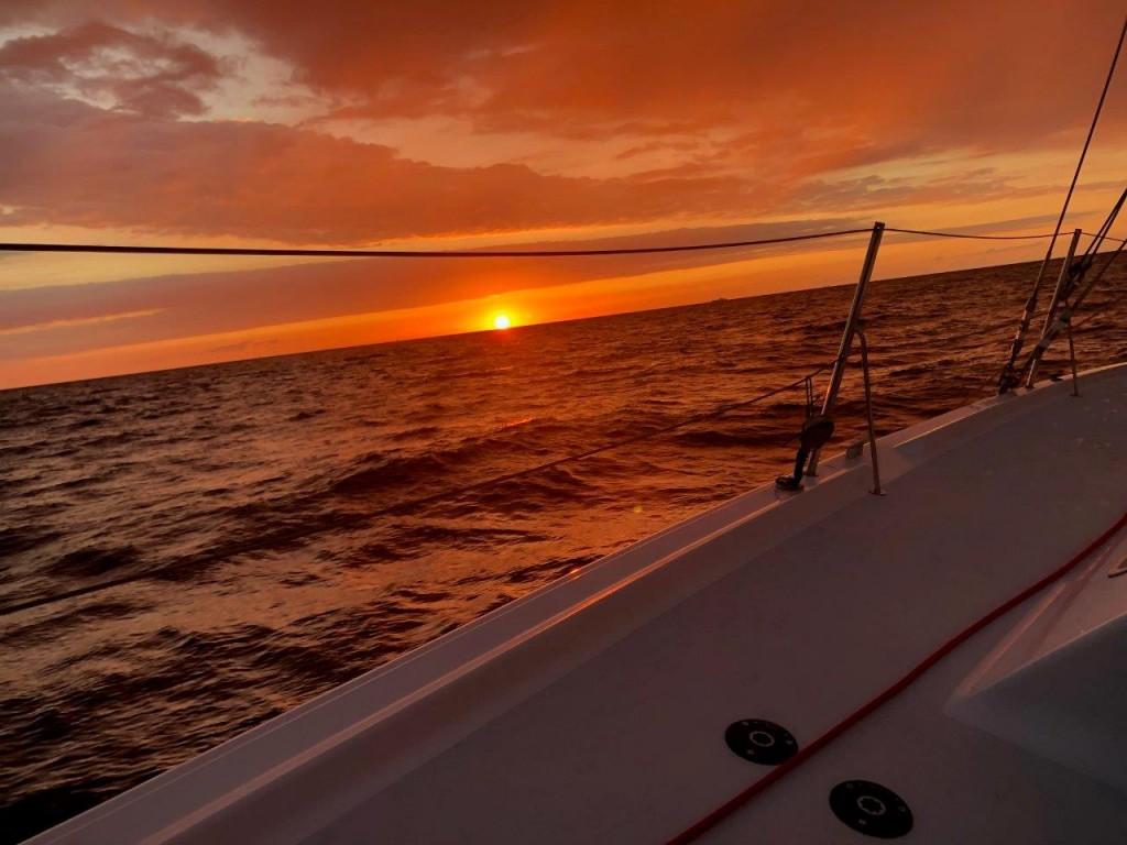 Sonnenuntergang während einer schönen Wettfahrt